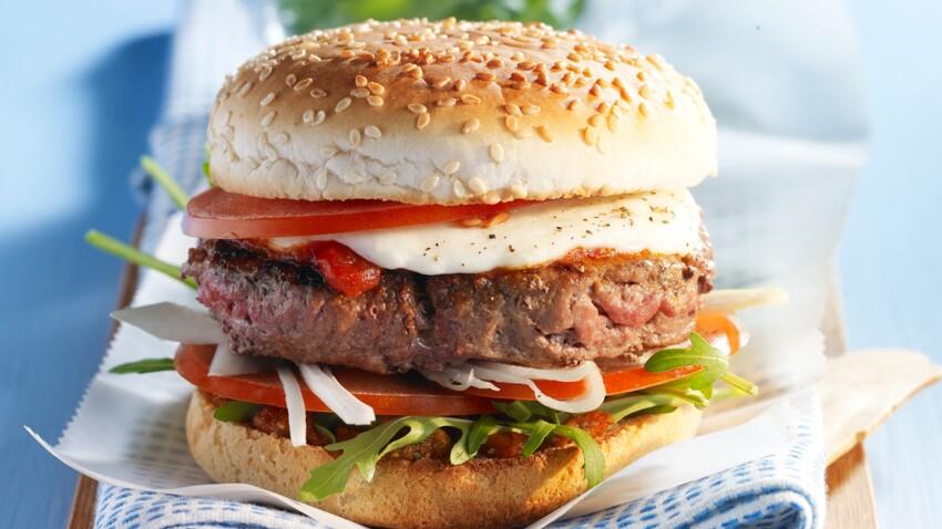 Les Français dégustent 14 burgers par an en moyenne