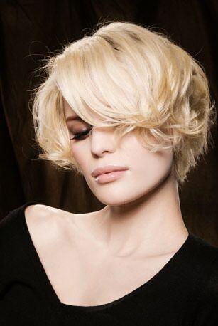Une Coupe De Cheveux Courte Tout En Volume Femme Actuelle Le Mag