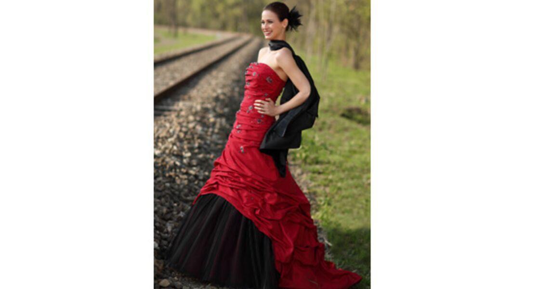b2c8af827ce Collections 2011  les plus belles robes de mariée de couleur   Femme ...