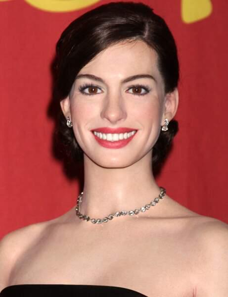 Le brun classique d'Anne Hathaway