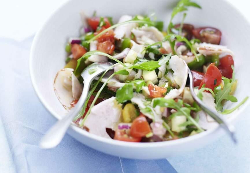 Salade aux fines herbes et chiffonnade de poulet