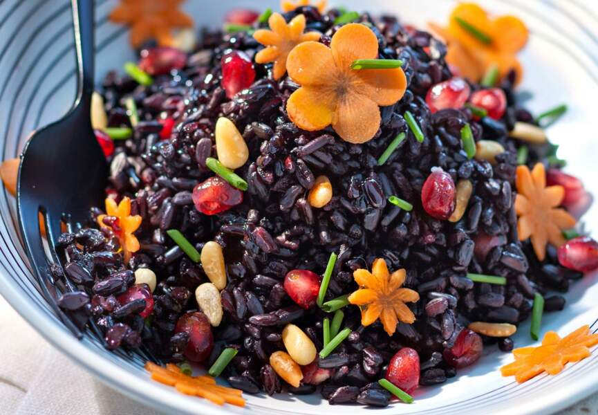 Salade de riz noir aux pignons