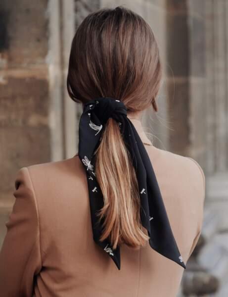 Le foulard noué