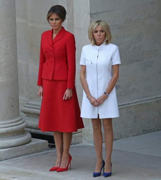 Melania Trump portait un ensemble rouge, inspiré de ceux portés par Jackie Kennedy