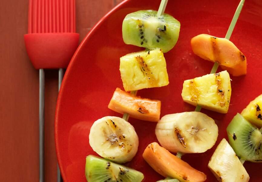 Les brochettes de fruits frais