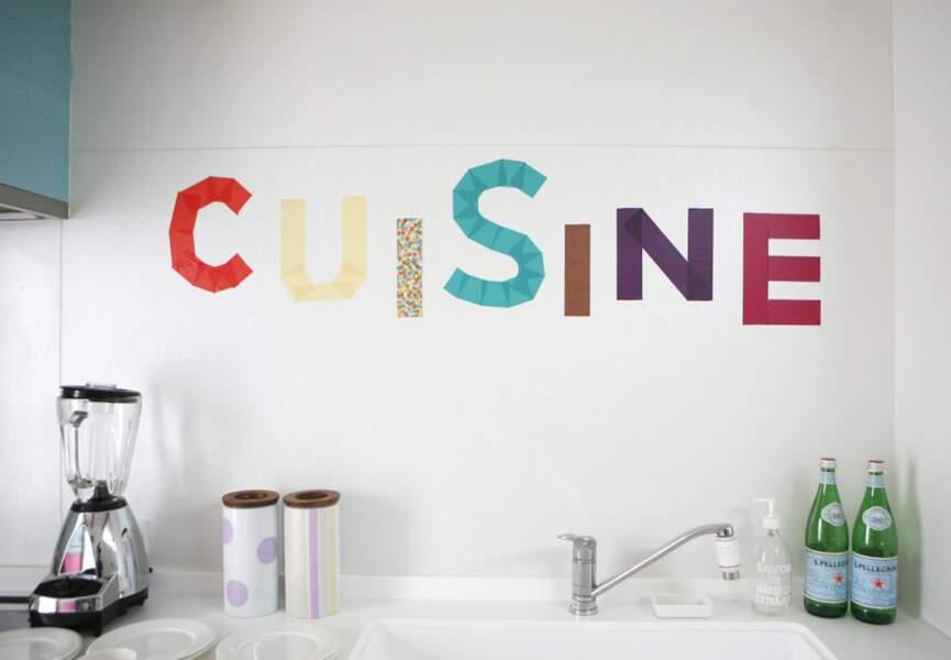 Des lettres sur les murs de ma cuisine