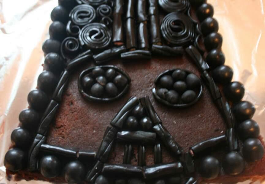 Un gâteau Dark Vador aux bonbons