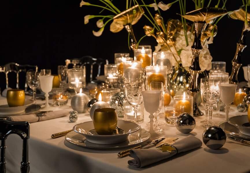 Une table en blanc et or