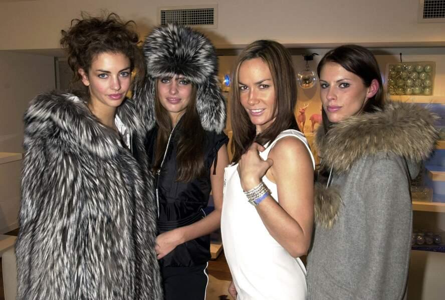 ... avec sa soeur Marina Hanbury, Tara Palmer Tomkinson et Petrina Khashoggi, à Londres, le 13 novembre 2002.