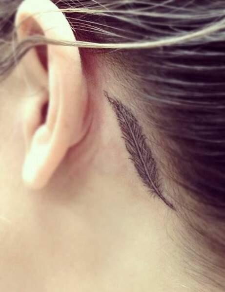 Une plume derrière l'oreille