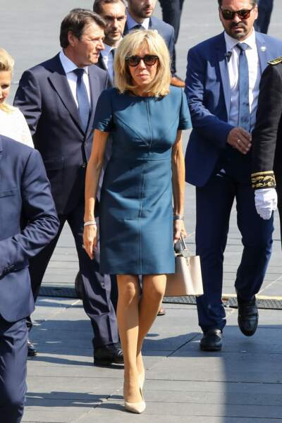 Brigitte Macron en robe courte