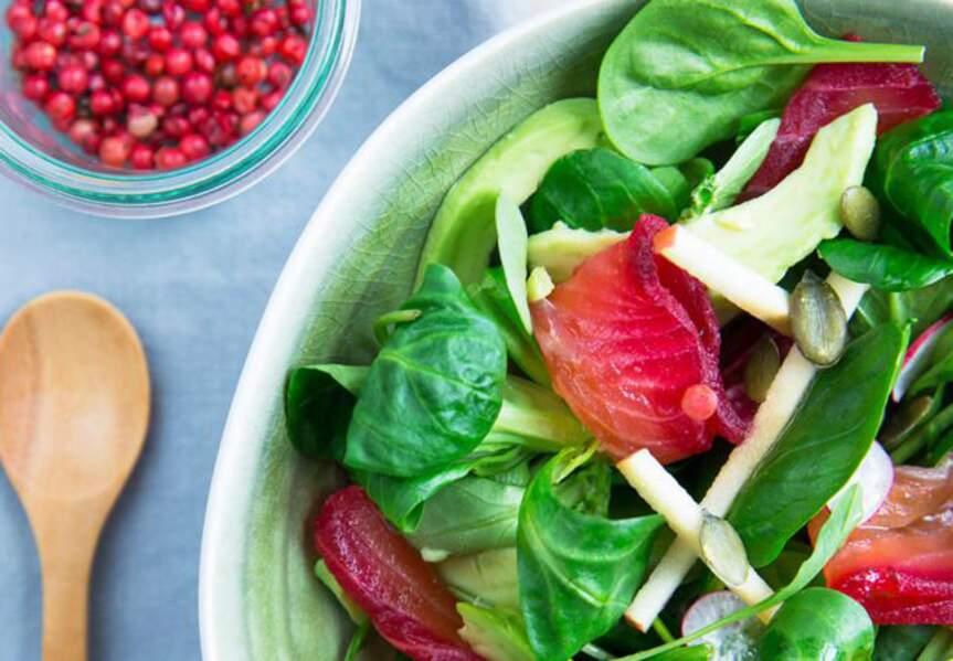 Salade jeunes pousses de printemps et saumon gravlax