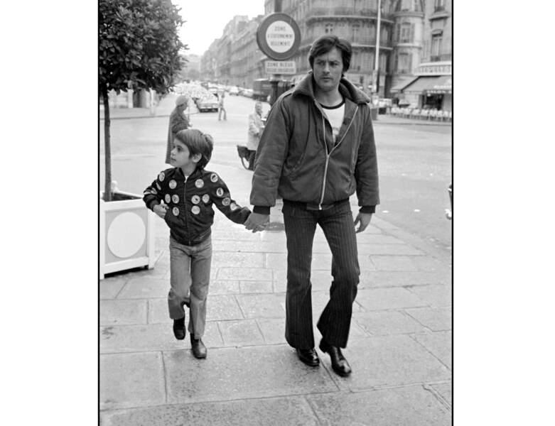 En 1972, il est âgé de 37 ans et se balade avec son fils Anthony