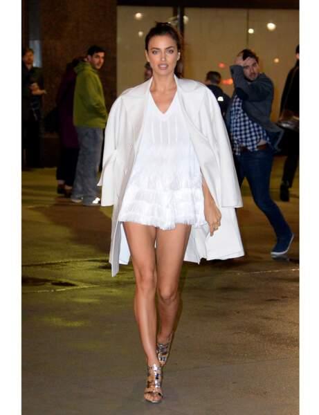 La robe à franges d'Irina Shayk