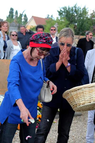Ariane Carletti et Dorothée aux obsèques de François Corbier dans l'Eure le 5 juillet 2018