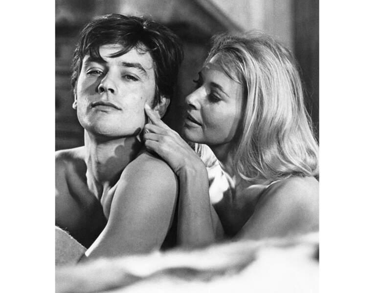 1964, l'acteur à 29 ans et joue aux côtés de l'actrice Lola Albright