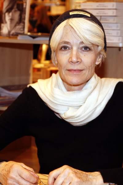 Françoise Hardy en séance de dédicaces au Salon du Livre en 2009.