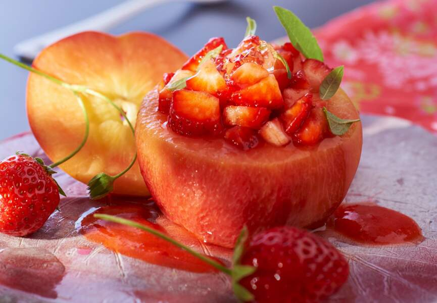 Pêches farcies aux fraises