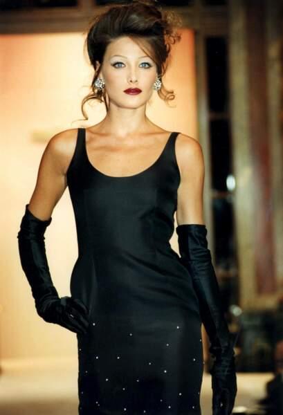 Au début des années 1990, Carla Bruni est un top model à succès