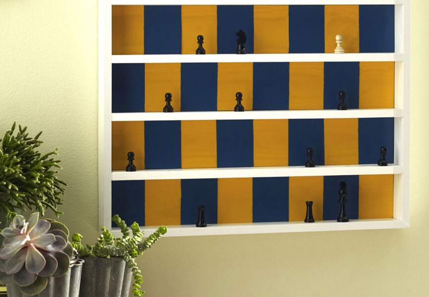 Une étagère en jeu d'échecs