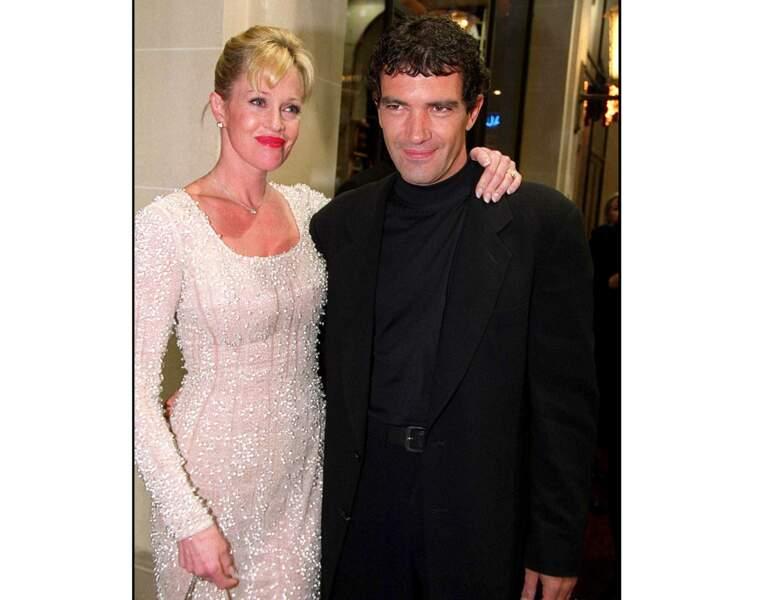En 1999, il est photographié avec Mélanie Griffith : l'acteur a 39 ans