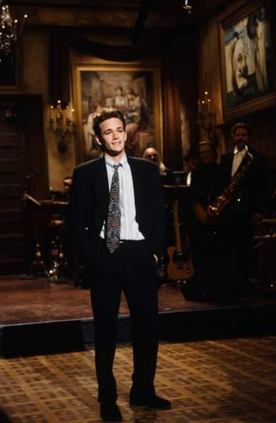 Luke Perry sur la plateau de l'émission Saturday night live en février 1993.