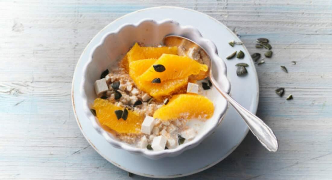 Semoule à l'orange, tofu soyeux, miel et graines de courge