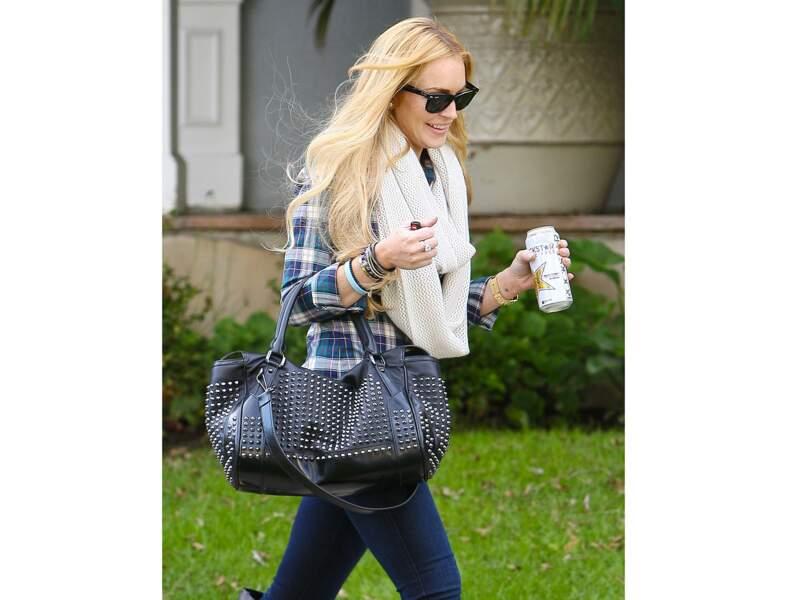 Lindsay Lohan : le sac clouté version casual
