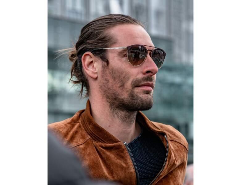 À 34 ans, le nageur affiche un style affirmé et tendance avec sa barbe et son catogan