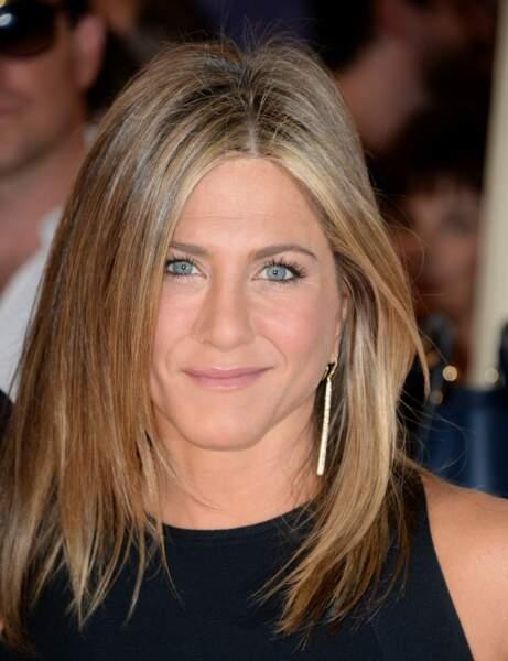 J'ai un mini-front, j'adopte la coupe mi-longue droite de Jennifer Aniston