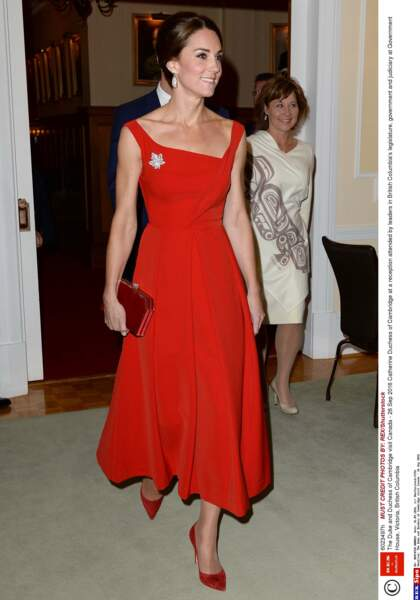 Kate Middleton en robe rouge chic