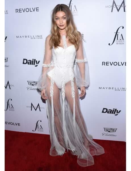 La robe en transparence de Gigi Hadid