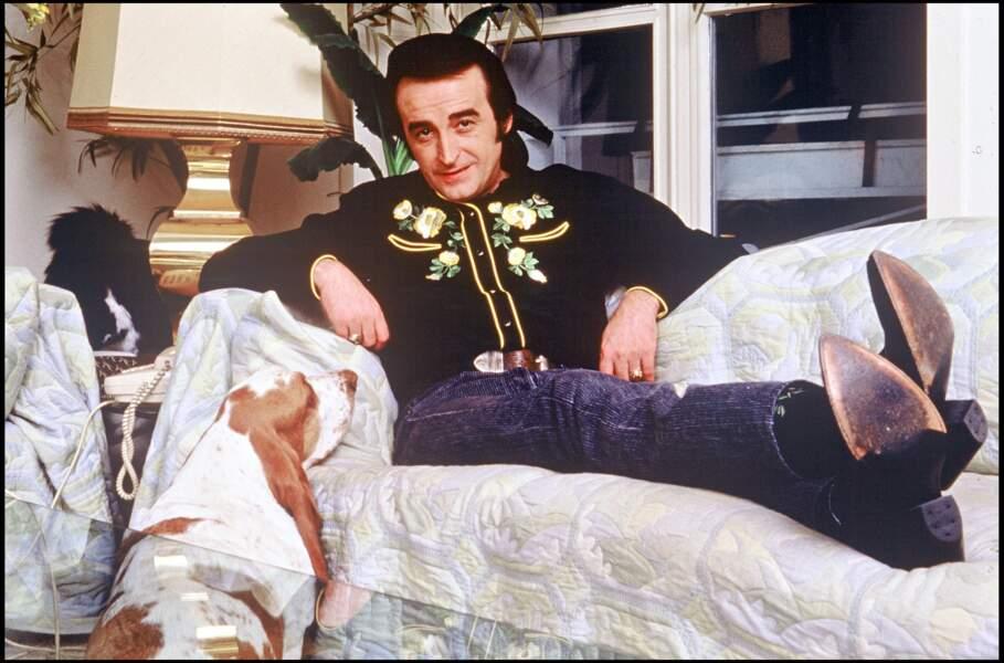 Dick Rivers lors d'une séance photo chez lui en 1988.