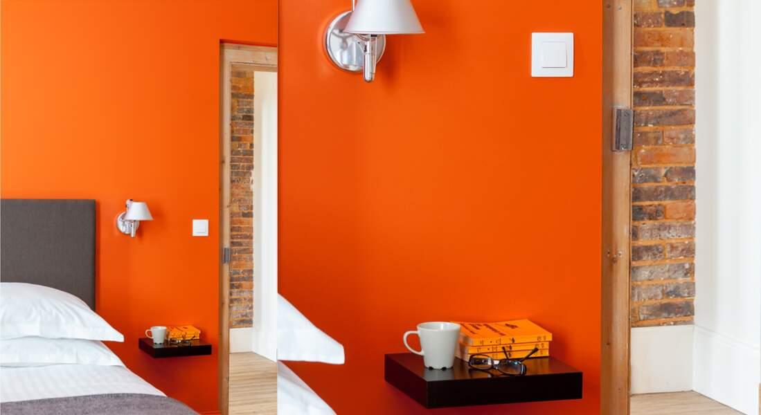 Une chambre orange