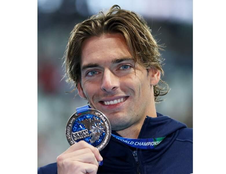 En 2015, il remporte la médaille d'argent du 100m dos à Kazan en Russie