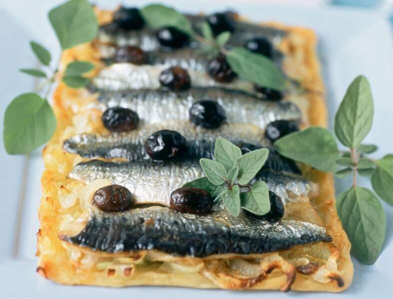 Tarte fine aux filets de sardine et olives