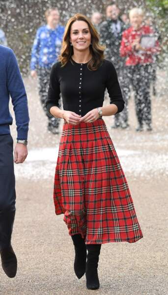 Kate Middleton, en jupe midi tartan Emilia Wickstead