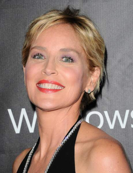 Pour embellir mes cheveux fins, j'adopte la coupe courte de Sharon Stone