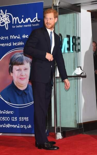 On peut dire qu'il sait désormais porter le costume cravate