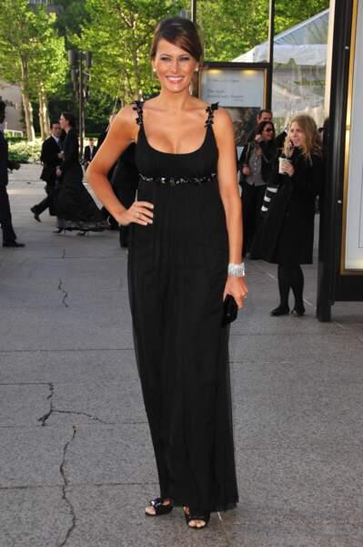 Et côté petite robe noire, elle a toujours boosté son look d'un détail très hot : ici le décolleté…