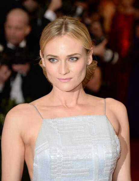 Mon visage est très anguleux, j'adopte le chignon bas de Diane Kruger