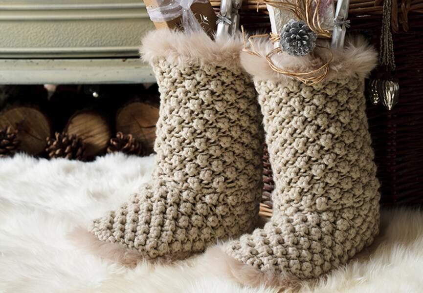 Des bottes en tricot et fourrure
