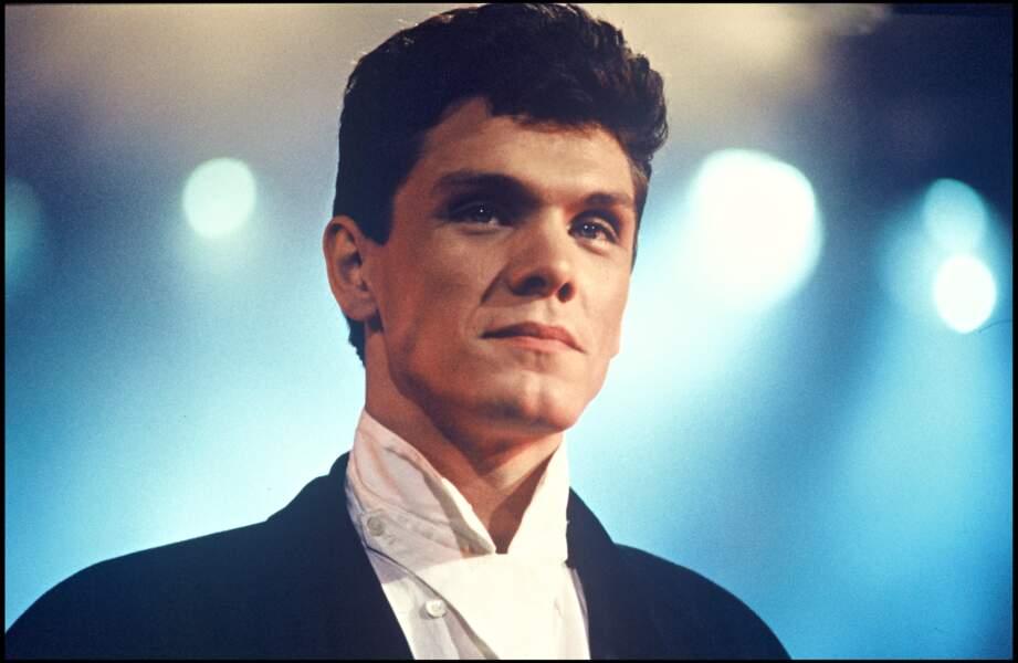 Marc Lavoine assiste à la soirée du premier anniversaire de Canal Plus en 1985.