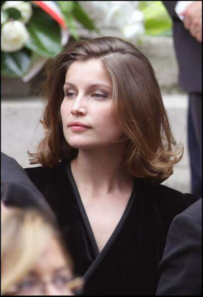 Laetitia Casta version carré mi-long et légèrement ondulé