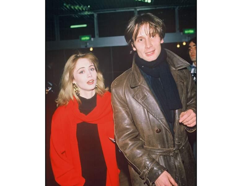 Toujours en 1986, la jeune femme de 23 ans apparait avec Hippolyte Girardot