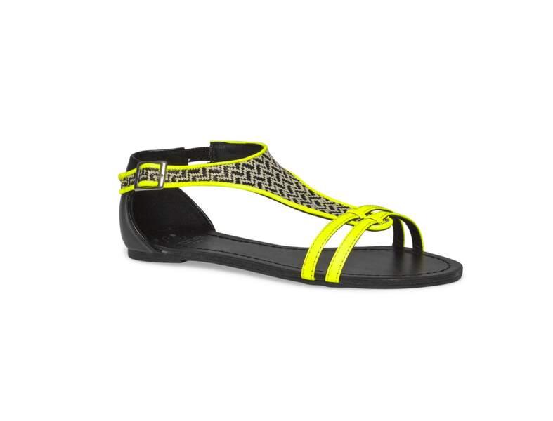 A plat : en sandales ethniques