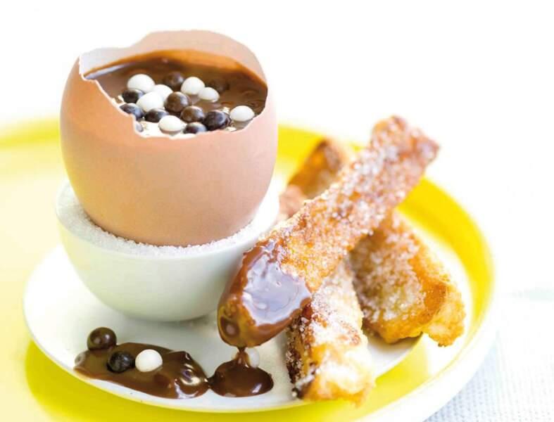 Œuf au chocolat coulant et ses mouillettes de pain perdu