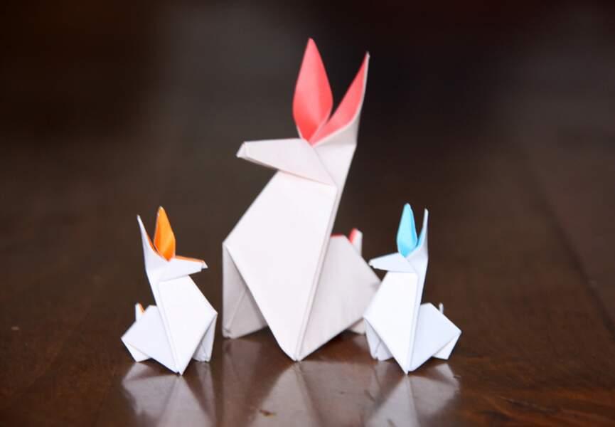 Des lapins colorés en papier