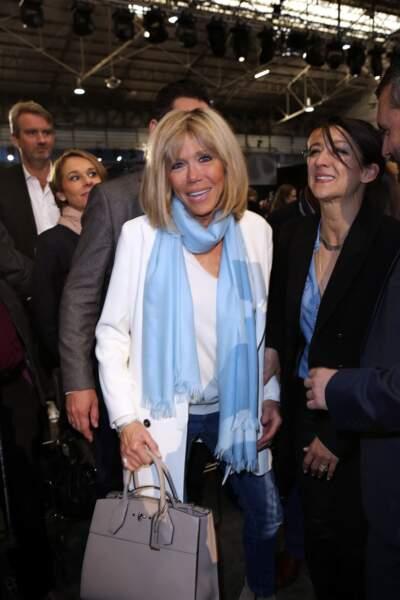 Brigitte Macron, un amour inconditionnel pour la couleur bleu