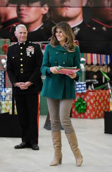 Et même en pantalon, le look sexy de Melania Trump a gagné en élégance